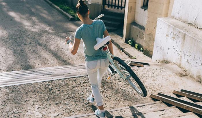 how much does a dirt bike weigh