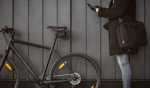 how to wear a messenger bag on a bike
