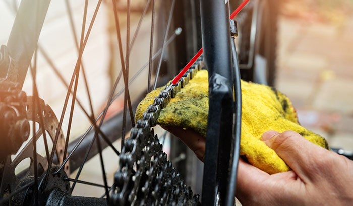 cleaning a bike chain using household products