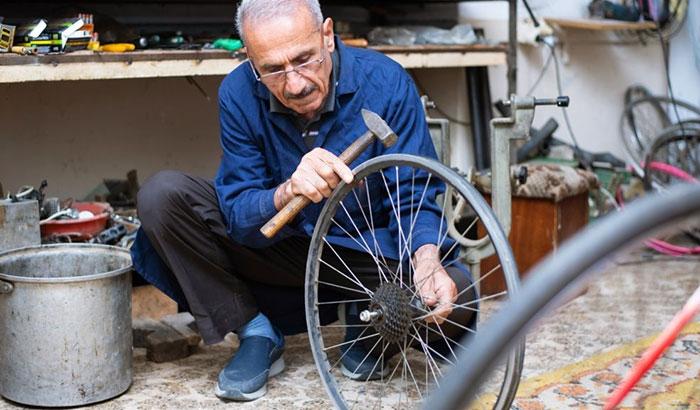 how to straighten a bike rim